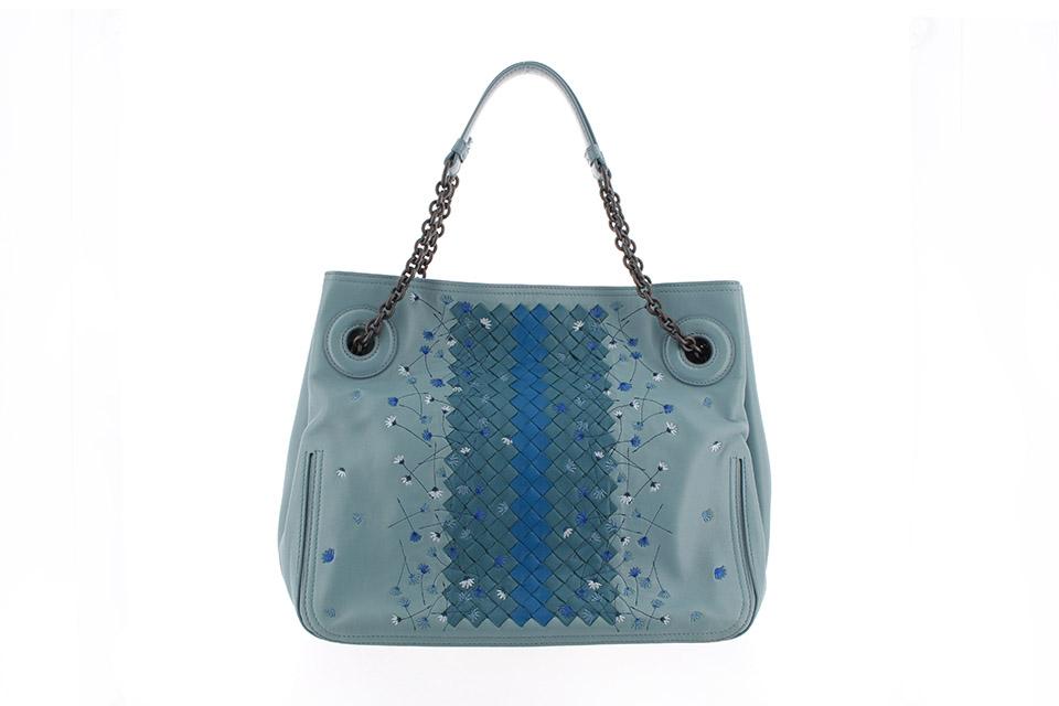 イントレチャート チェーンショルダーバッグ フラワー 刺繍 レザー ブルー B06337863M